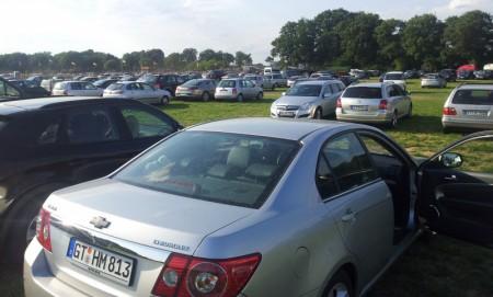 Der staubige Parkplatz...