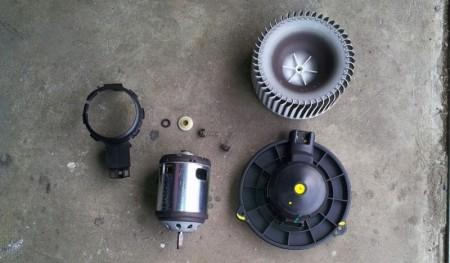 Der Lüftermotor in Einzelteilen...